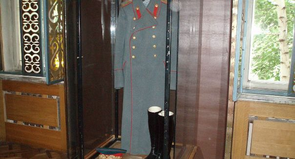 1280px-Stalin_uniform